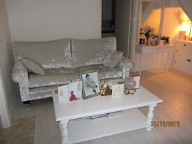 NEW ENGLAND QUALITY FURNITURE WHITE COFFEE TABLE
