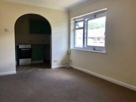 Newly decorated 1 bed flat available NOW