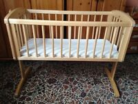 Swinging crib in excellent condition.