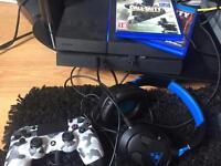 PS4 with 3 games, pad and turtle beach
