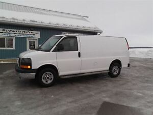 2010 GMC Savana 2500 CARGO,LOAD DIVIDER,WELL OILED,NEW TIRES !