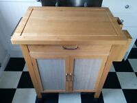 Excellent wooden kitchen unit- chopping block & storage unit with drawers & knife block.