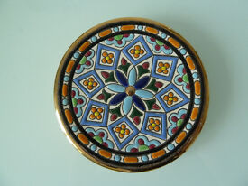 Decorative Spanish wall plate with gold rim