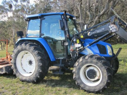 2004 New Holland TL90A tractor in very good condition.