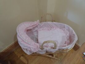 Dolls Moses Basket & Stand (Pink) - Mary Shortle