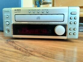 Denon D-M3 compact CD player/Tuner + 2 speakers.