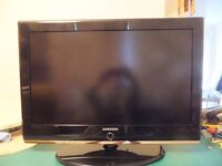 "Samsung 32"" Flat screen LED TV With Remote and cables."