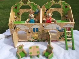 Fold & Go Wooden Woodland Treehouse with Teddy Bears NEW CONDITION