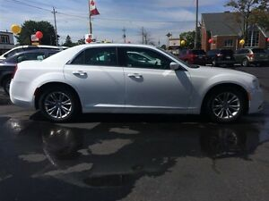 2015 CHRYSLER 300 TOURING- SUNROOF, HEATED SEATS, REAR VIEW CAME Windsor Region Ontario image 7