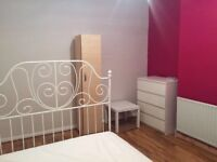 Double bedroom to share near East Ham station for vegetarians.
