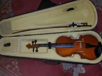 Voilin wooden 1/4. With case and bow