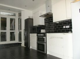 **5 min to station*, Double Bedrooms for single person, Bills Included, 3 toiletsargasd