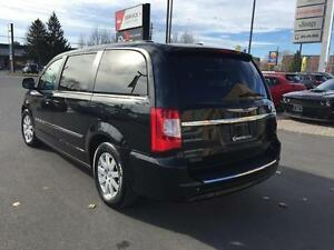 2013 Chrysler Town & Country Kingston Kingston Area image 7