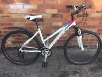 """Ladies Raleigh 10 Hybrid City bike 17""""; Frame 26"""" Wheels - Can Deliver local York FREE"""