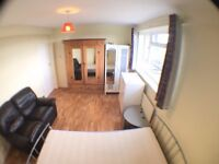 ***KT2 7LH-Kingston Hill-Amazing Spacious Double Room (All bills inclusive )***