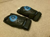 Sixsixone rage Knee Pads in Large