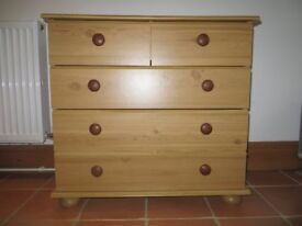 Small chest of drawers 74cm (h) x 78cm (w) x 39cm (d)