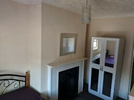 Lovely Spacious One Dbl Room-E13 8Qe