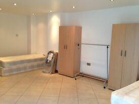 ok. TWIN rooms+1 Single room SAME FLAT!!FREE BILLS plus living and garden