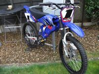 "Motobike XRZ600 ""motorbike"" styled childrens bike. Disc breaks. 20 inch wheel. For age 6-10?"
