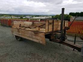 Tractor tipping trailer comes with removable bale holders
