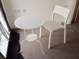 Small white Table and Chair