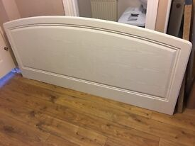 6' headboard in lovely condition suitable for all double beds ,with brackets to fix to wall.