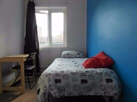 NEED TO MOVE AS SOON AS POSSIBLE???!!!SINGLE ROOM AVAILABLE IN FRONT OF QUEEN MARY UNI!ALL INCLUDED!