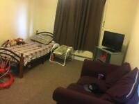 1 Bedroom First F/F Flat to let Rent £950 All bills included Dagenham RM8 3SL