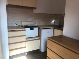 Single, self contained studio with own kitchen & bathroom facilities, nothing shared, excellent valu