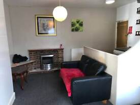 1 BED STUDIO, ARMLEY, OFF TOWN STREET LS12 3RL *NO FEES*