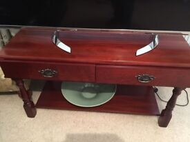 Mahagany coloured coffee table with 2 drawers