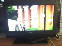 LG 26 inch TV WITH FREEVIEW AND REMOTE