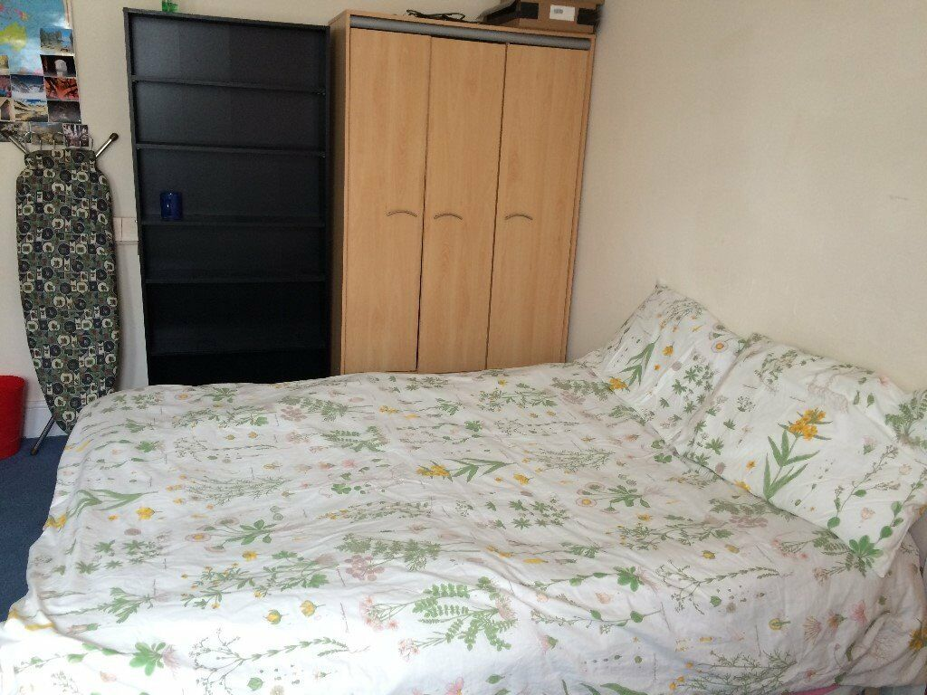 Double room with own toilet near Heathrow
