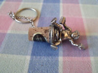 wine/bottle stopper - pewter- person holding tankerd and bottle