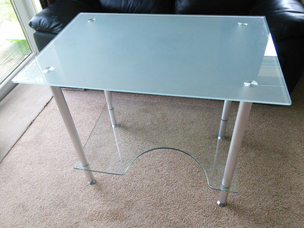 Computer workstation with glass shelves, chrome supports. Width 90cm ...