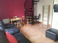 G3 city centre/west end 2 bedroom flat with private parking.