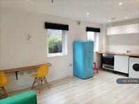 1 bedroom flat in Buckstone Circle, Edinburgh, EH10 (1 bed) (#937126)
