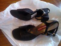 Women's Shoe Black Size 7.