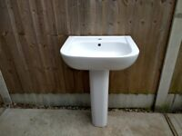 Ideal Standard Basin, central mixer tap hole. Great condition. Lovely large bowl.