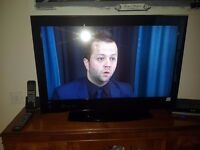 """hitatchi 32"""" led hd freeview tv like new open to offers"""
