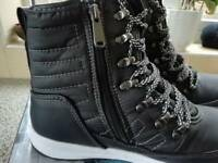 Alexa Weatherproof Memory Foam Ankel Boots Sizes 5.5 & 6.5