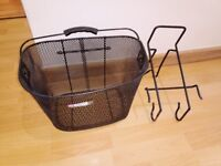 Bike shopping basket with hook to fit on the front of your bike
