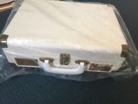 Altrius-Vintage-Suitcase-design-Turntable-Cream-with-two-speeds boxed and unused