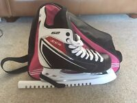 CCM 52 ICE HOCKEY SKATES SIZE 6/39 (inc. bag and blade guards)