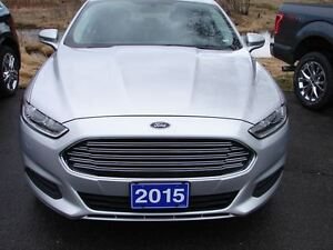 2015 Ford Fusion SE SAVE BIG ON THIS ONE ,LOTS OF WARRANTY STILL Peterborough Peterborough Area image 2
