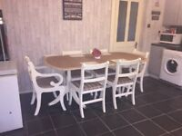 Beautiful extending table and 6 chairs (2 carvers)