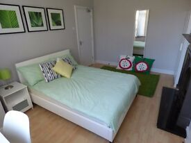2 LOVELY BEDROOM IN CLEAN HOUSE -ALL BIILS INCLUDED