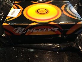 BRAND NEW WITH TAGS SIZE 1 GIRLS HEELYS