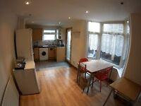 Nice single room, shiny in a 4 rooms house, Garden, 2 fridges, 1 bathroom. Bills included